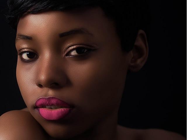 Luce pulsata per le donne con la pelle scura