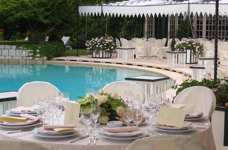 Matrimonio a bordo piscina come organizzarlo for Matrimonio bordo piscina